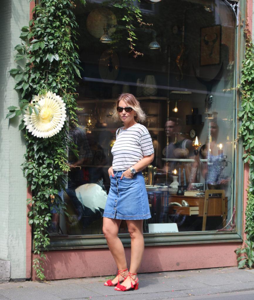 Denim skirt and striped shirt - Chloé Drew - claudinesroom