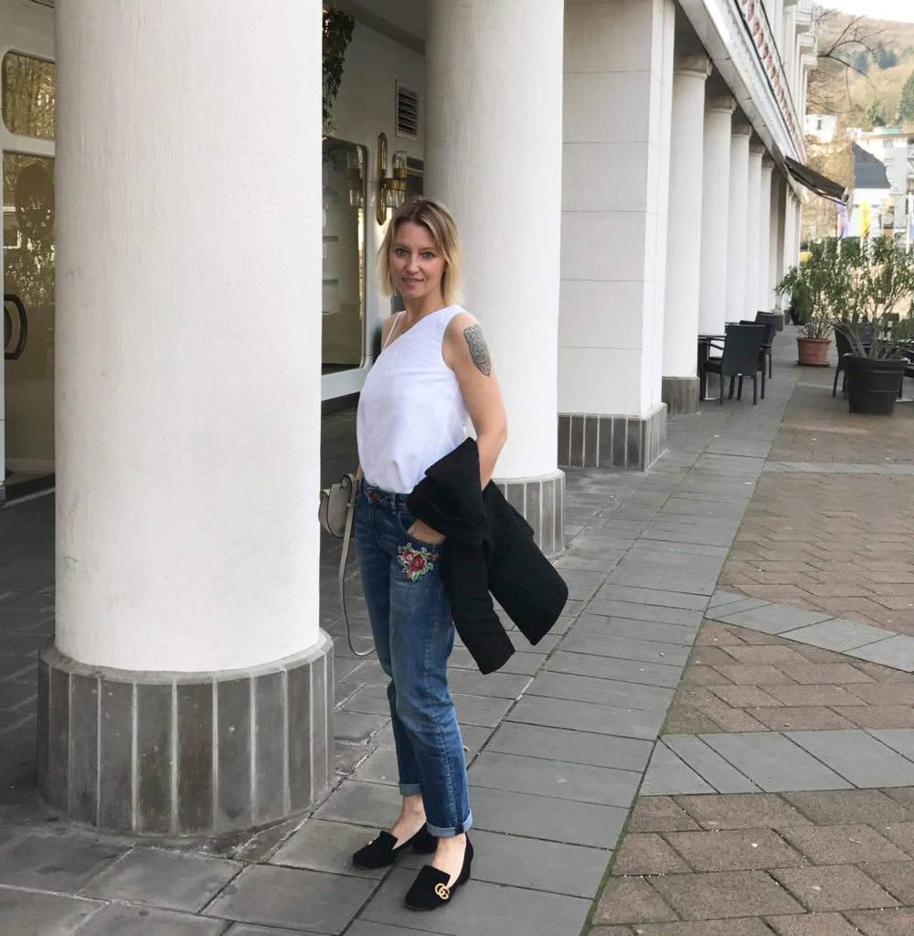 embroidered jeans - claudinesroom