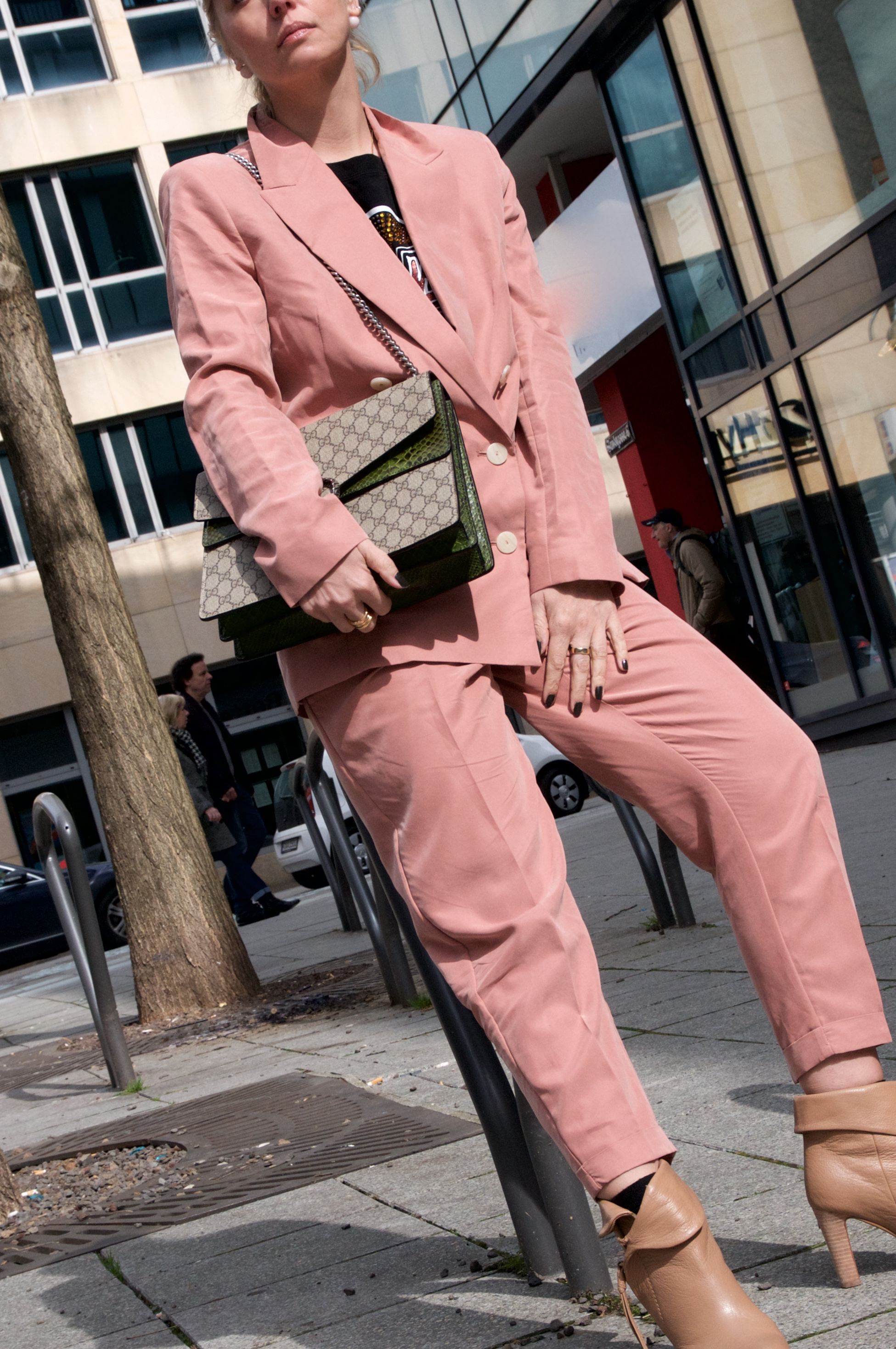 pastel suit and Gucci Dionysus - claudinesroom